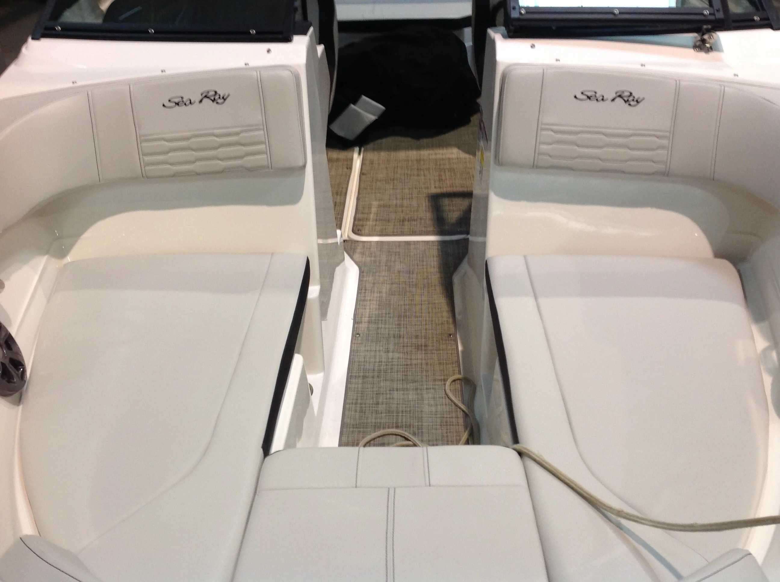 2021 Sea Ray boat for sale, model of the boat is 210 SPX & Image # 4 of 11