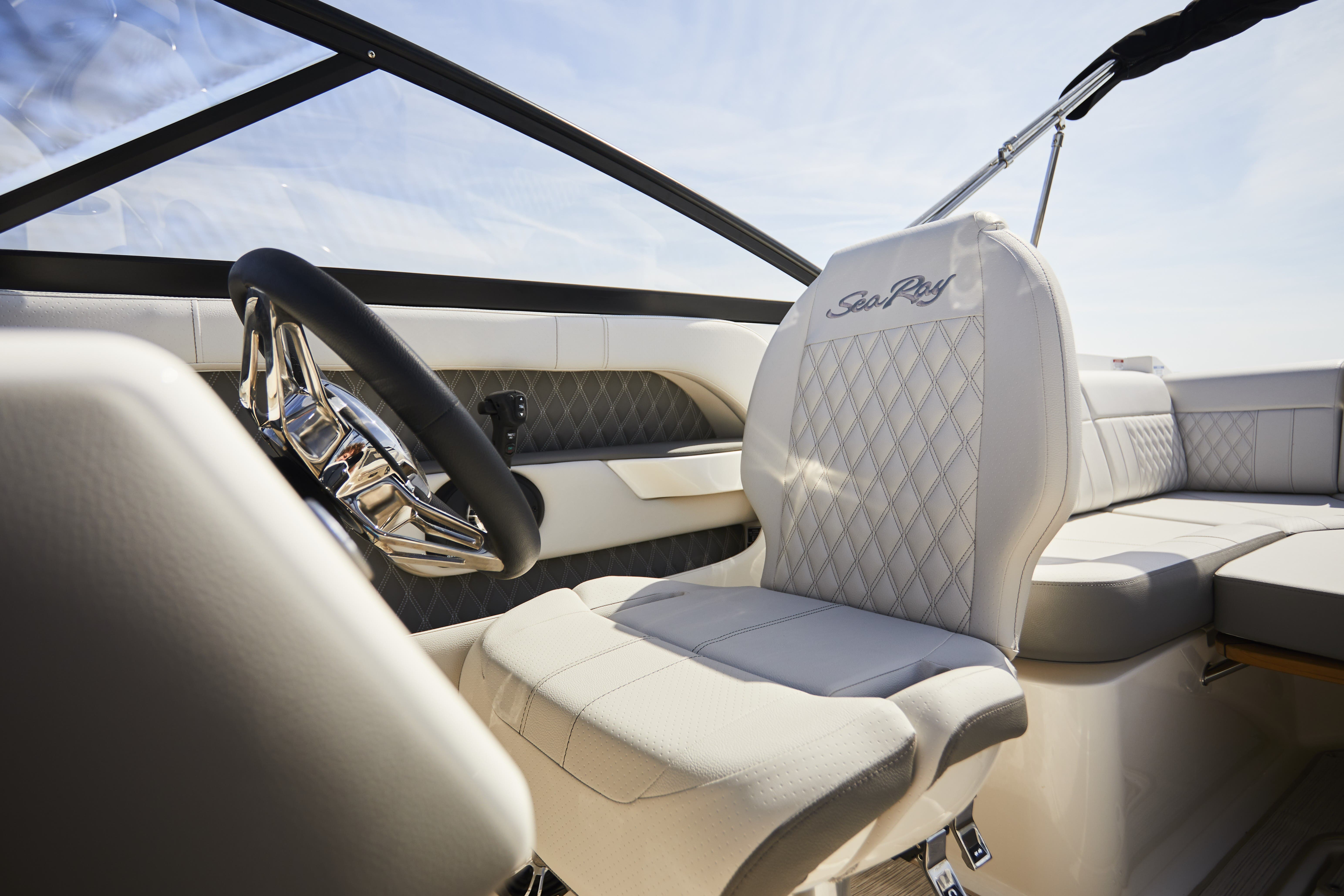 2021 Sea Ray boat for sale, model of the boat is 250SLX & Image # 3 of 5