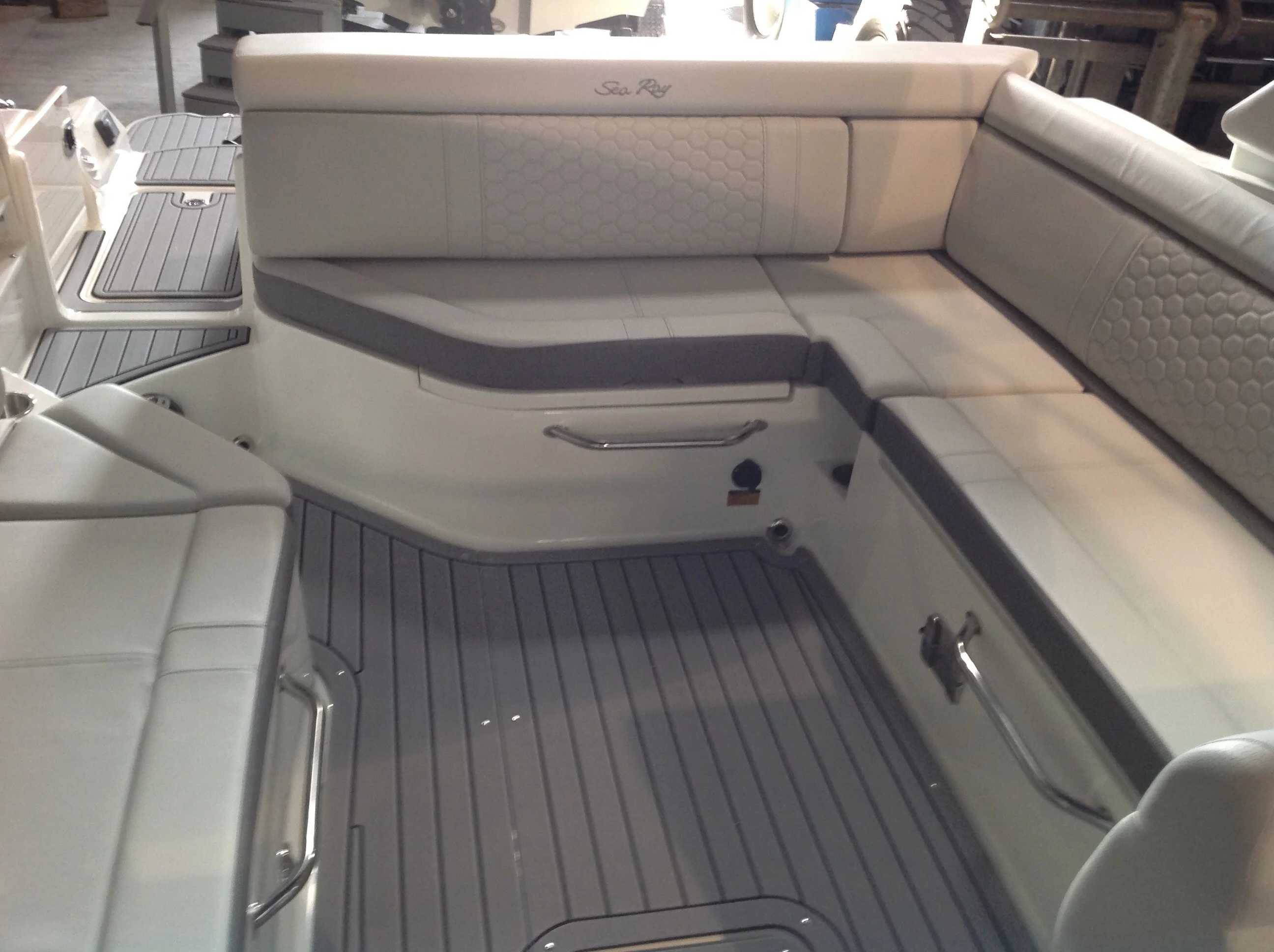 2021 Sea Ray boat for sale, model of the boat is 270 SDX & Image # 15 of 21