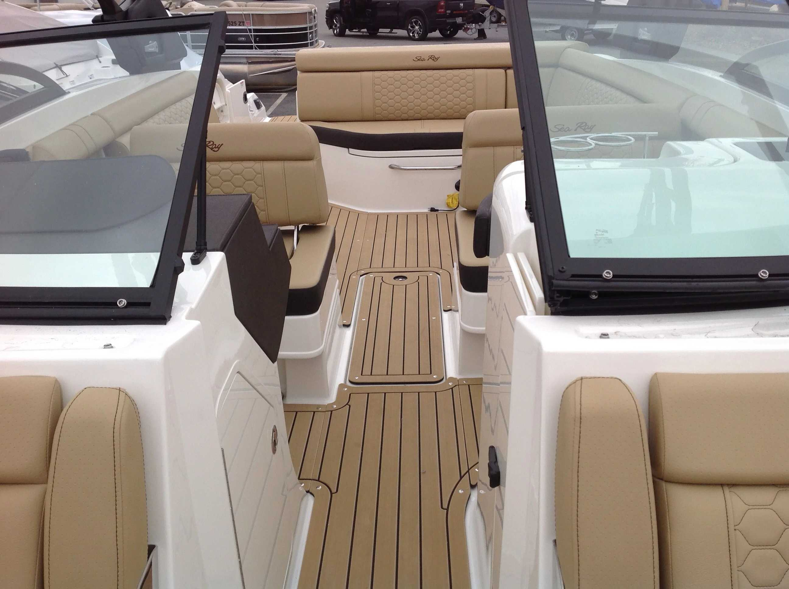 2021 Sea Ray boat for sale, model of the boat is 270 SDX & Image # 4 of 15
