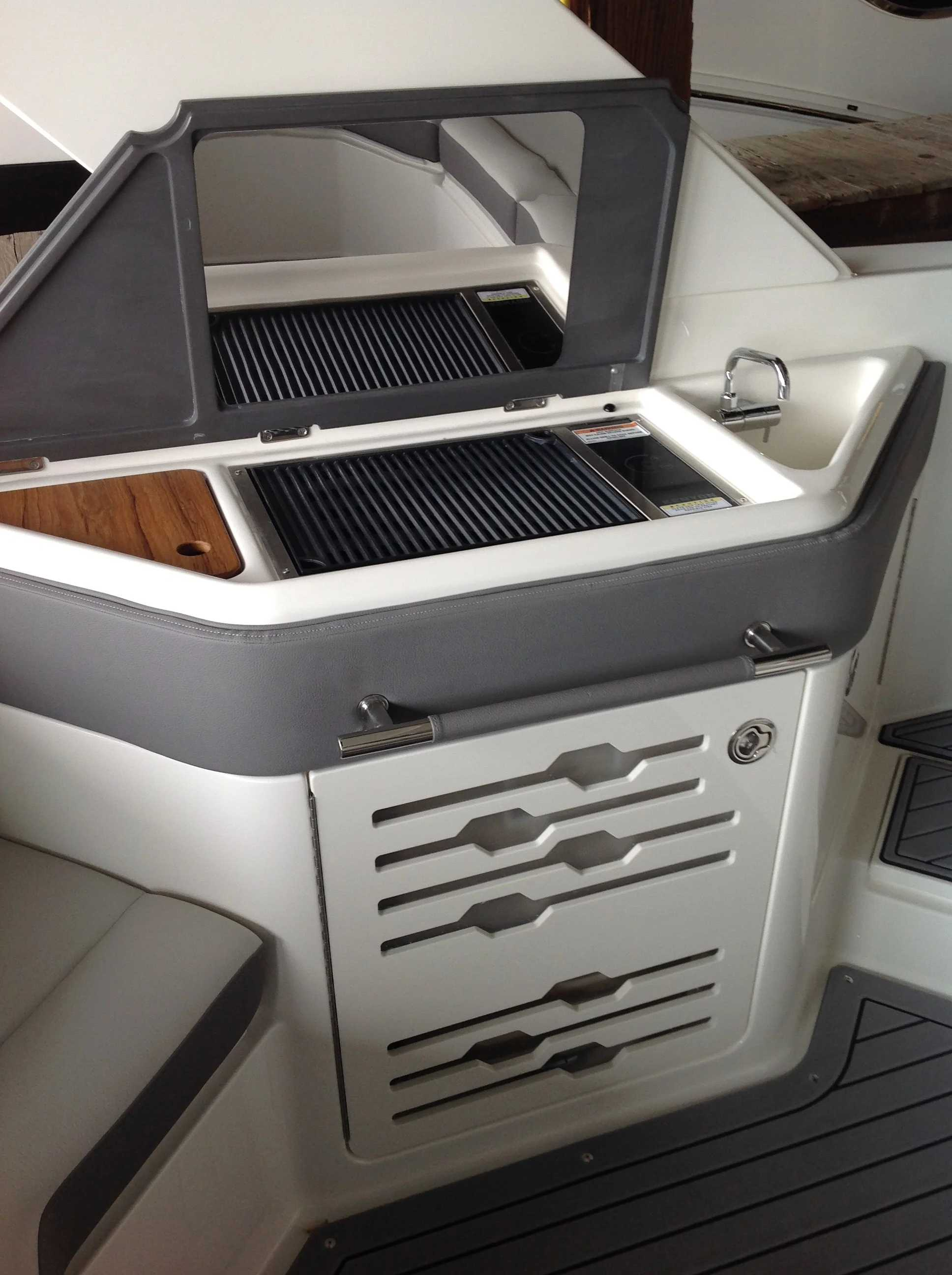 2021 Sea Ray boat for sale, model of the boat is 310 SLX & Image # 18 of 20
