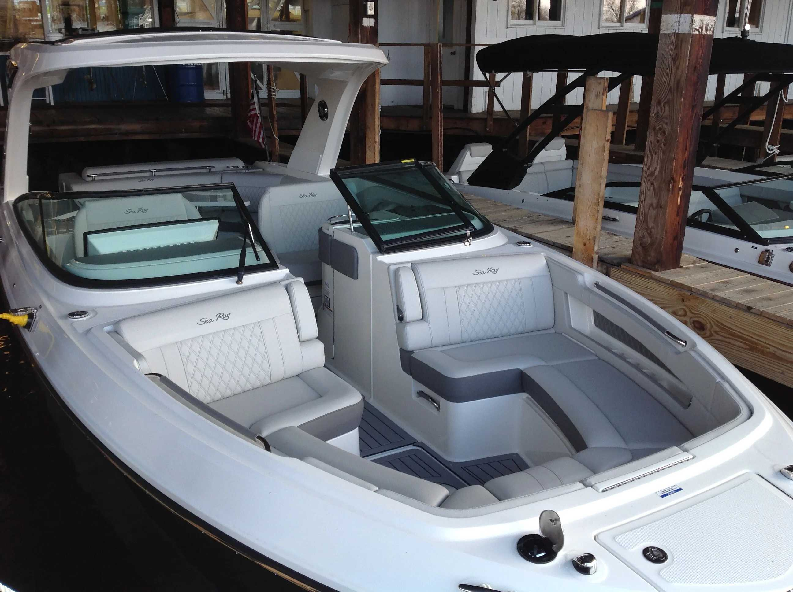2021 Sea Ray boat for sale, model of the boat is 310 SLX & Image # 3 of 20