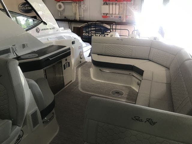 2021 Sea Ray boat for sale, model of the boat is 320COUPE & Image # 20 of 23