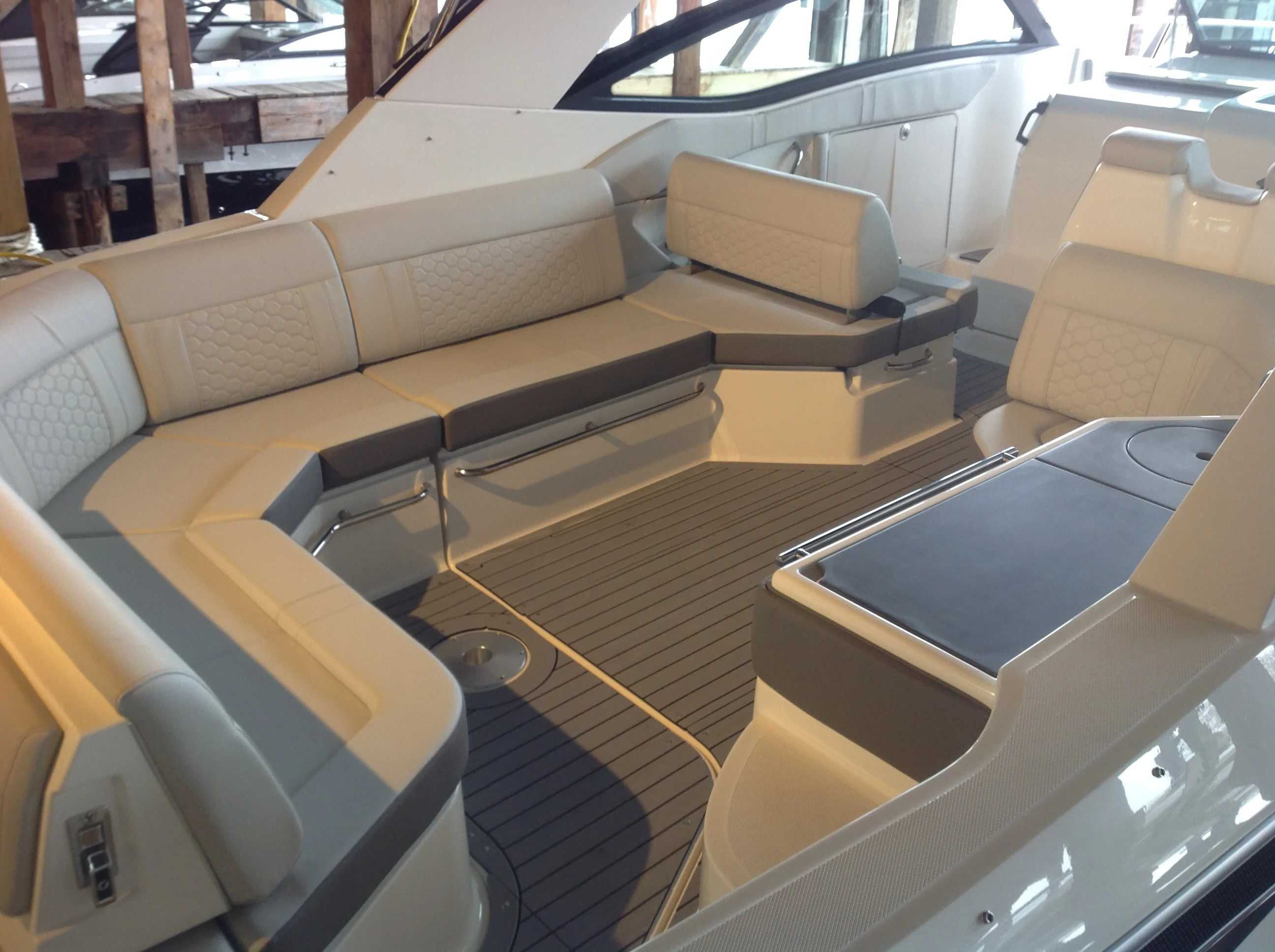 2021 Sea Ray boat for sale, model of the boat is 320 Sundancer & Image # 21 of 31