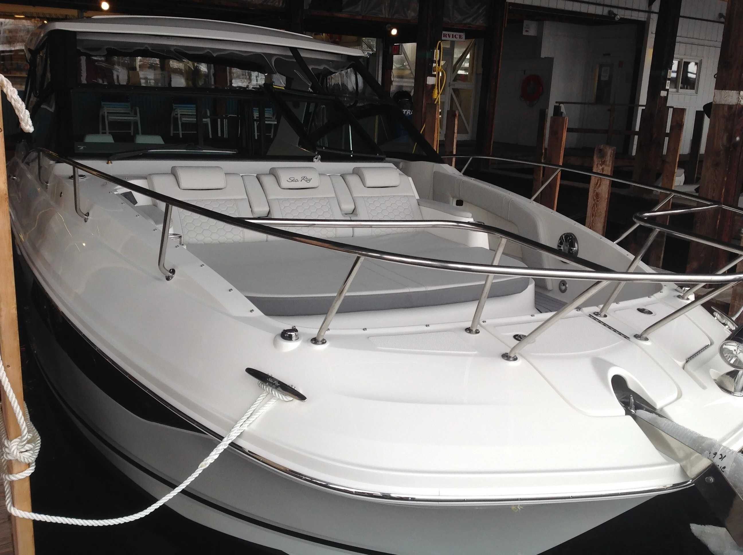 2021 Sea Ray boat for sale, model of the boat is 320 Sundancer & Image # 5 of 31