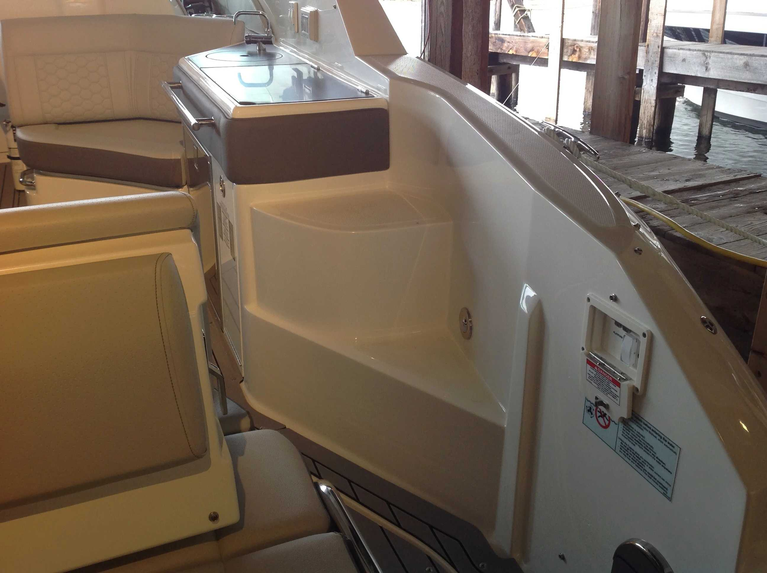 2021 Sea Ray boat for sale, model of the boat is 320 Sundancer & Image # 29 of 31