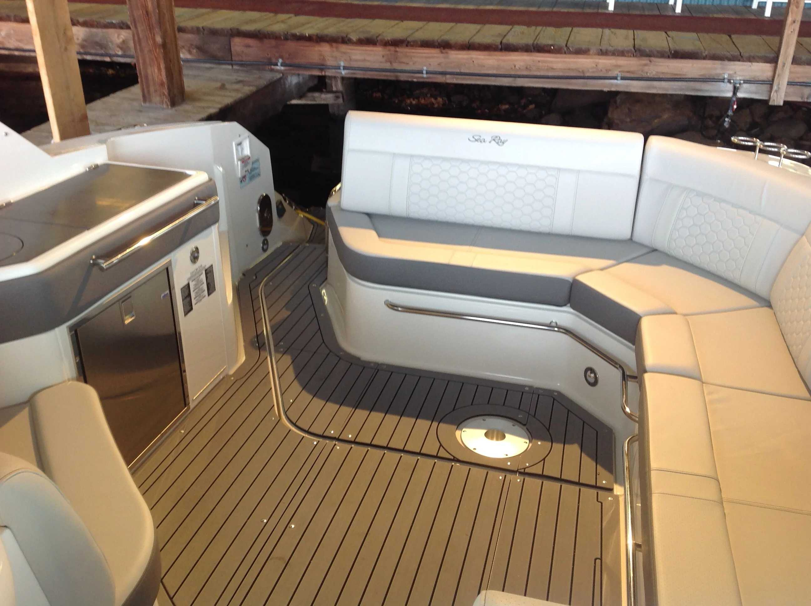 2021 Sea Ray boat for sale, model of the boat is 320 Sundancer & Image # 23 of 31