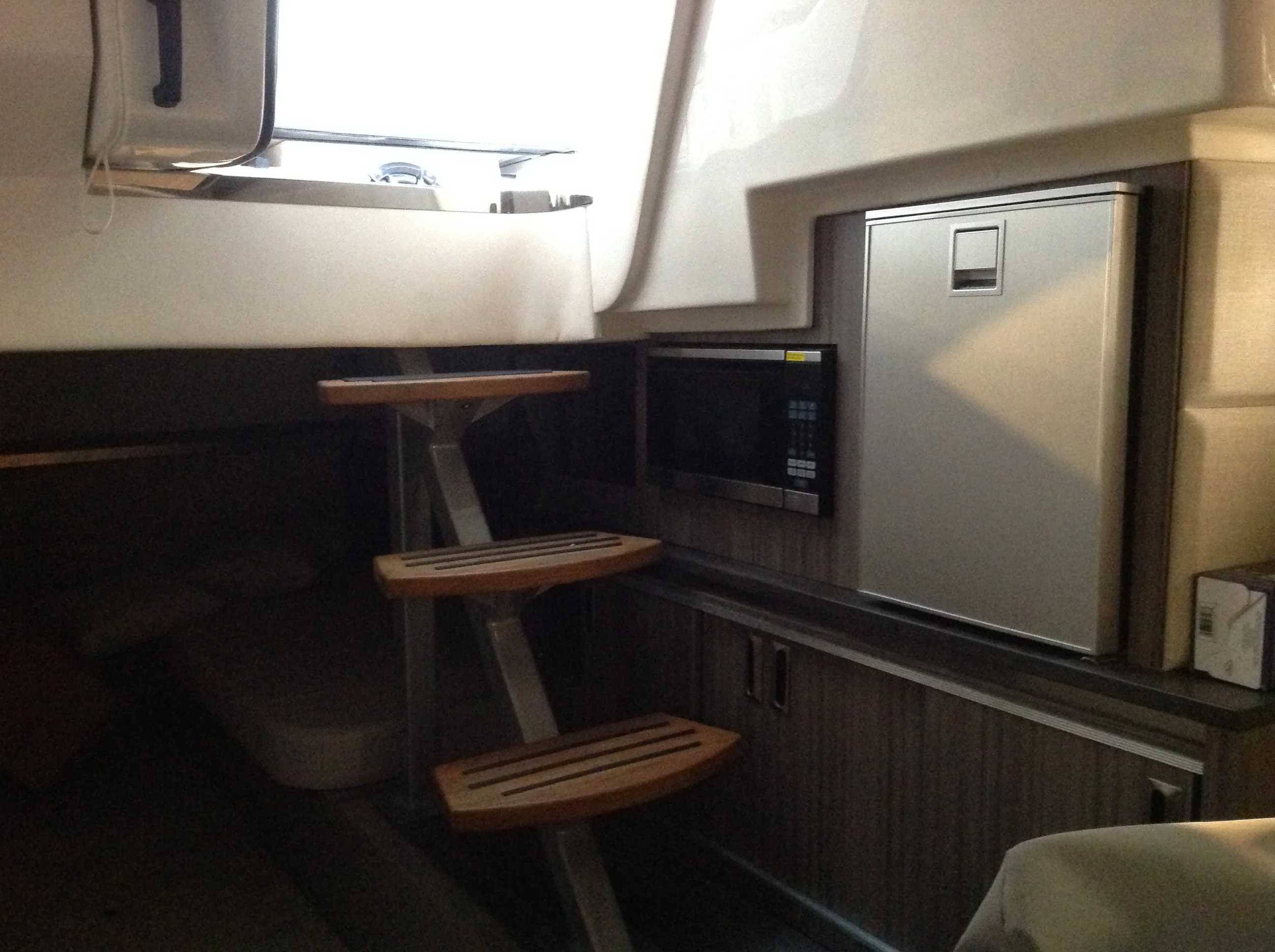 2021 Sea Ray boat for sale, model of the boat is 320 Sundancer & Image # 16 of 31
