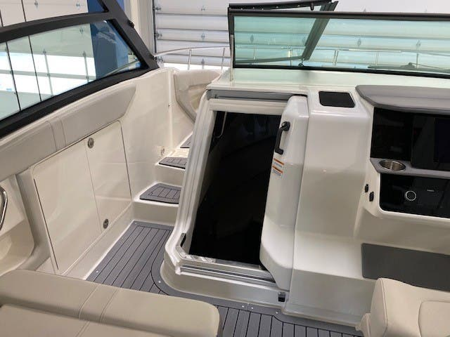 2021 Sea Ray boat for sale, model of the boat is 320 Sundancer & Image # 17 of 31