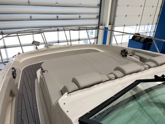 2021 Sea Ray boat for sale, model of the boat is 320 Sundancer & Image # 10 of 31