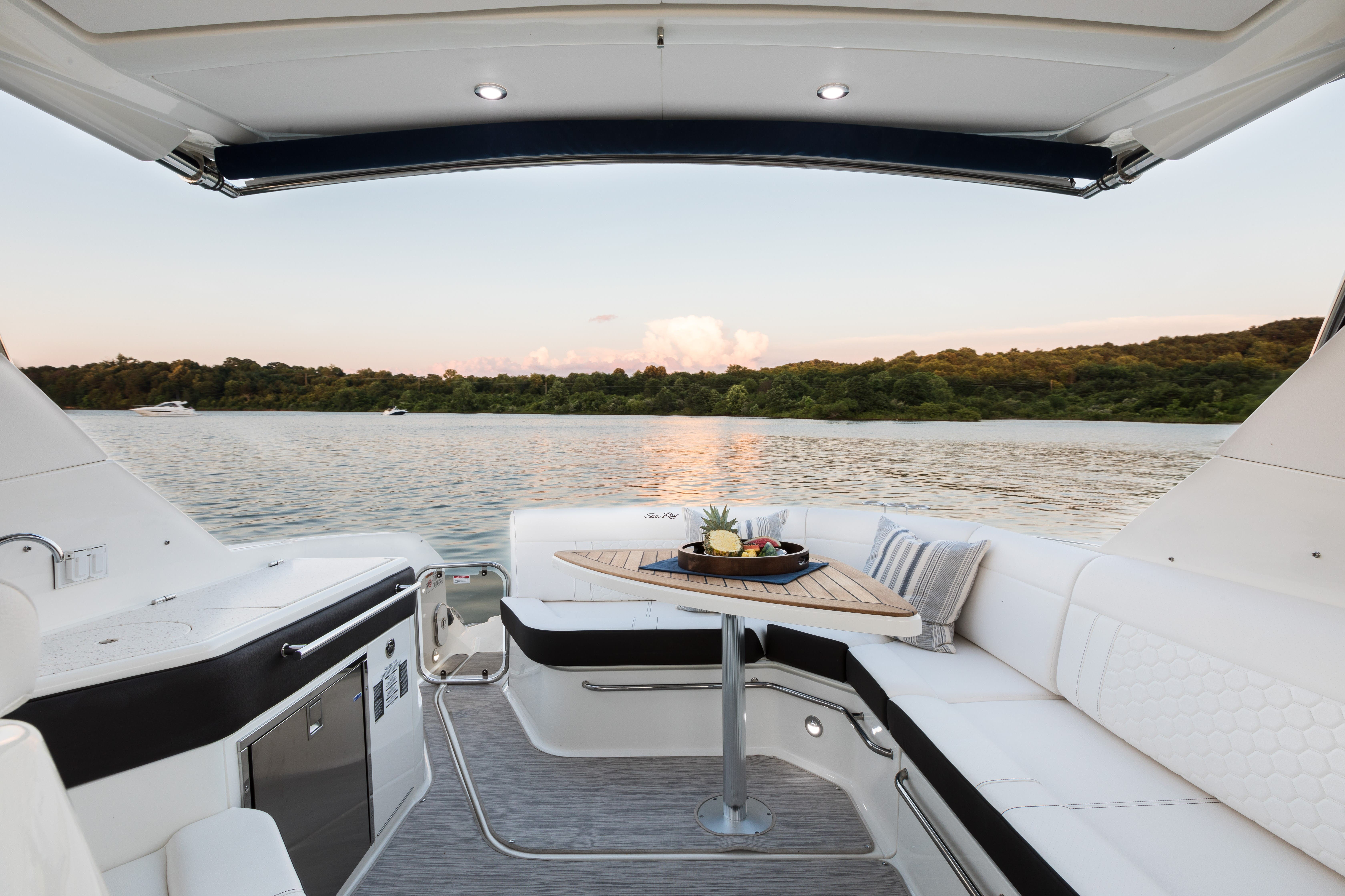 2022 Sea Ray boat for sale, model of the boat is 320 SUNDANCER & Image # 5 of 11