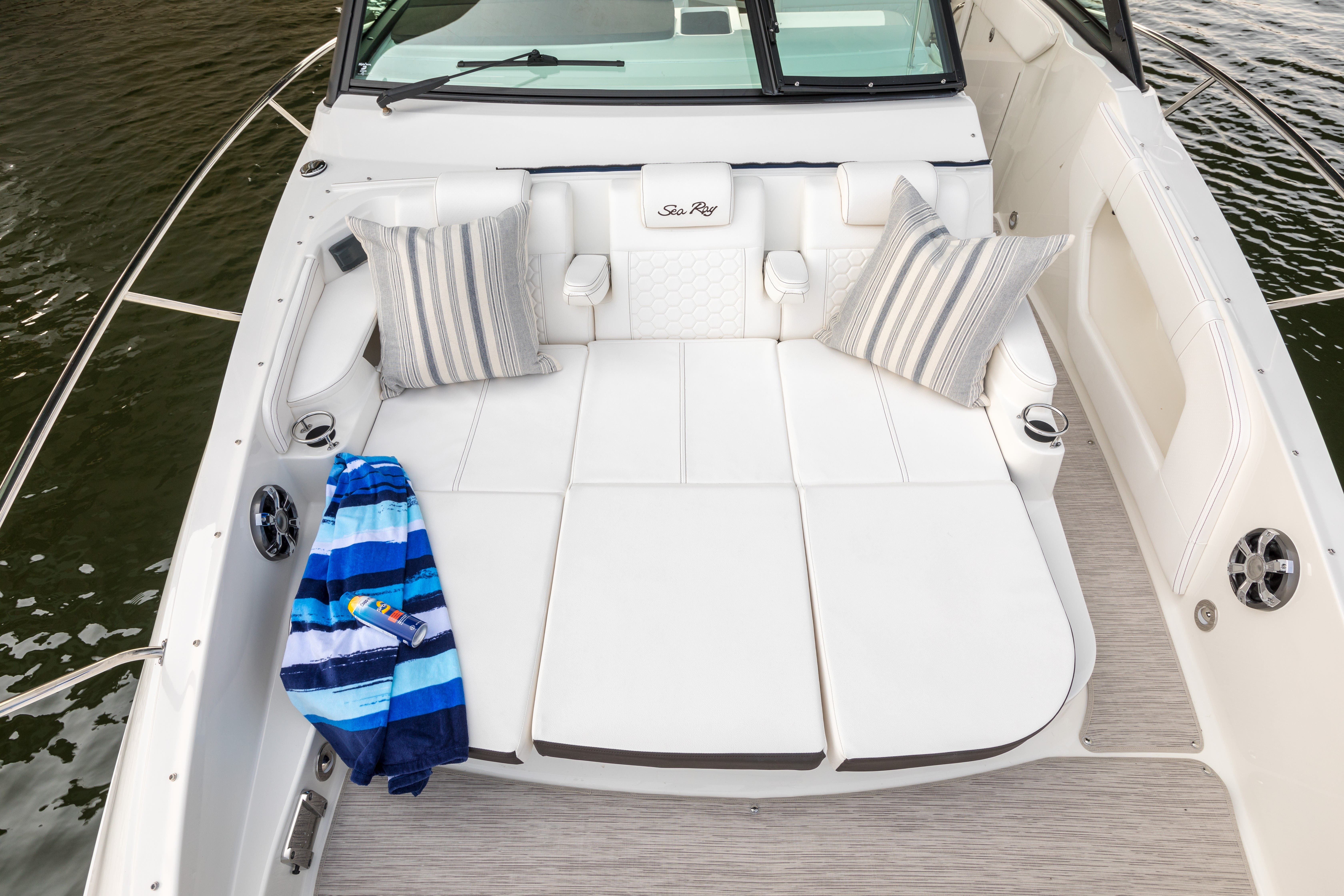 2022 Sea Ray boat for sale, model of the boat is 320 SUNDANCER & Image # 3 of 11