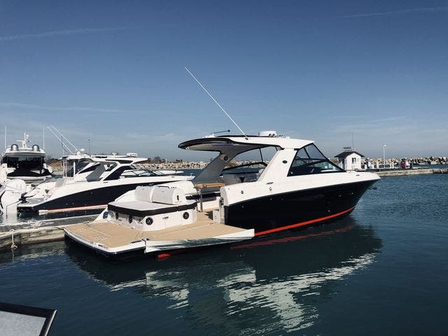 2021 Sea Ray boat for sale, model of the boat is 400SLX & Image # 4 of 49