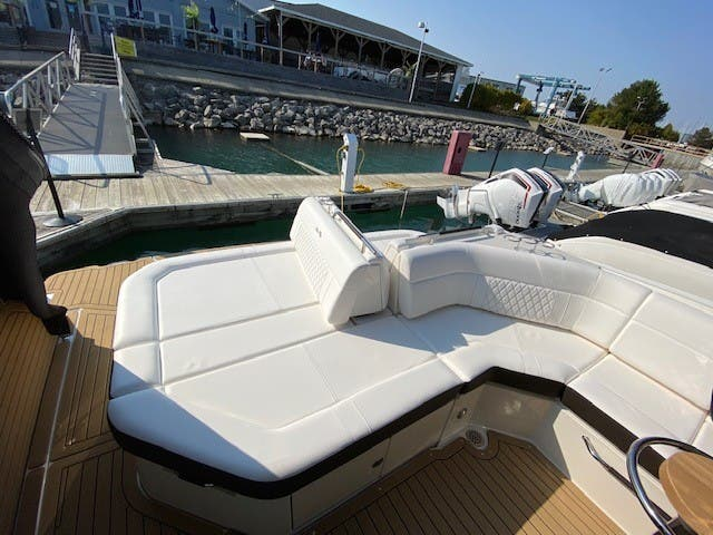 2021 Sea Ray boat for sale, model of the boat is 400SLX & Image # 11 of 49
