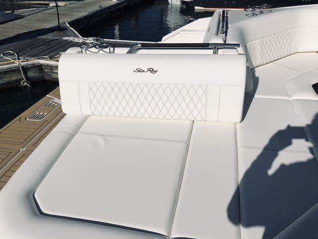 2021 Sea Ray boat for sale, model of the boat is 400SLX & Image # 12 of 49