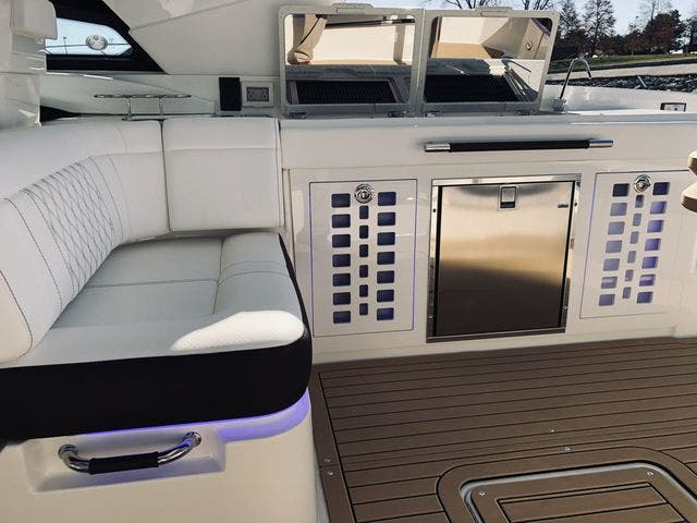 2021 Sea Ray boat for sale, model of the boat is 400SLX & Image # 16 of 49