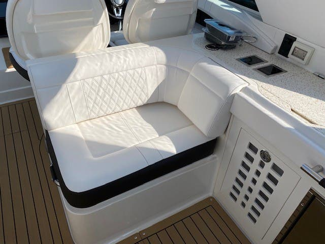 2021 Sea Ray boat for sale, model of the boat is 400SLX & Image # 18 of 49
