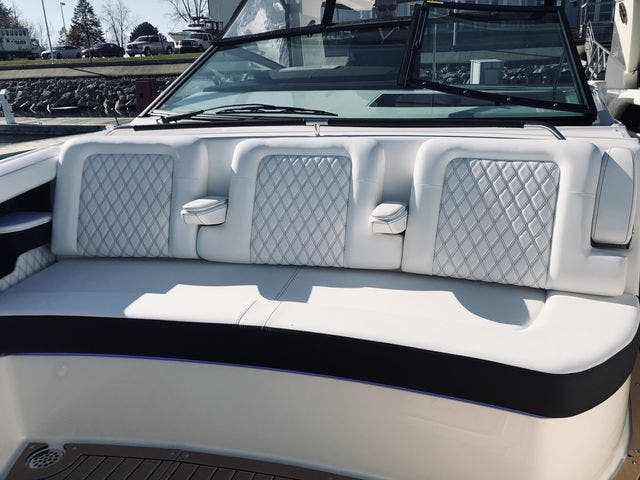 2021 Sea Ray boat for sale, model of the boat is 400SLX & Image # 23 of 49