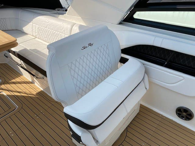 2021 Sea Ray boat for sale, model of the boat is 400SLX & Image # 27 of 49