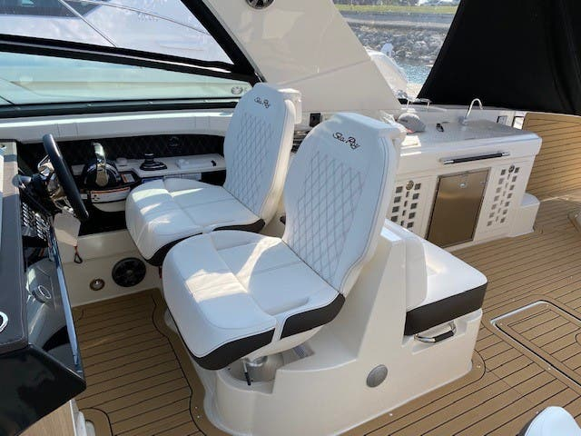 2021 Sea Ray boat for sale, model of the boat is 400SLX & Image # 29 of 49
