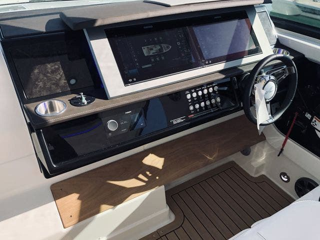 2021 Sea Ray boat for sale, model of the boat is 400SLX & Image # 30 of 49