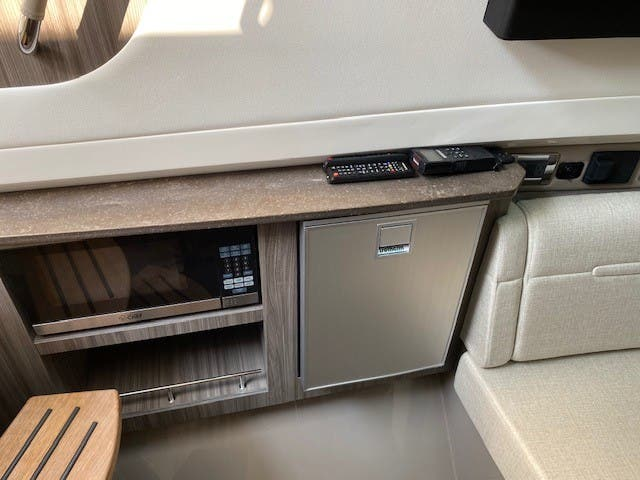 2021 Sea Ray boat for sale, model of the boat is 400SLX & Image # 39 of 49