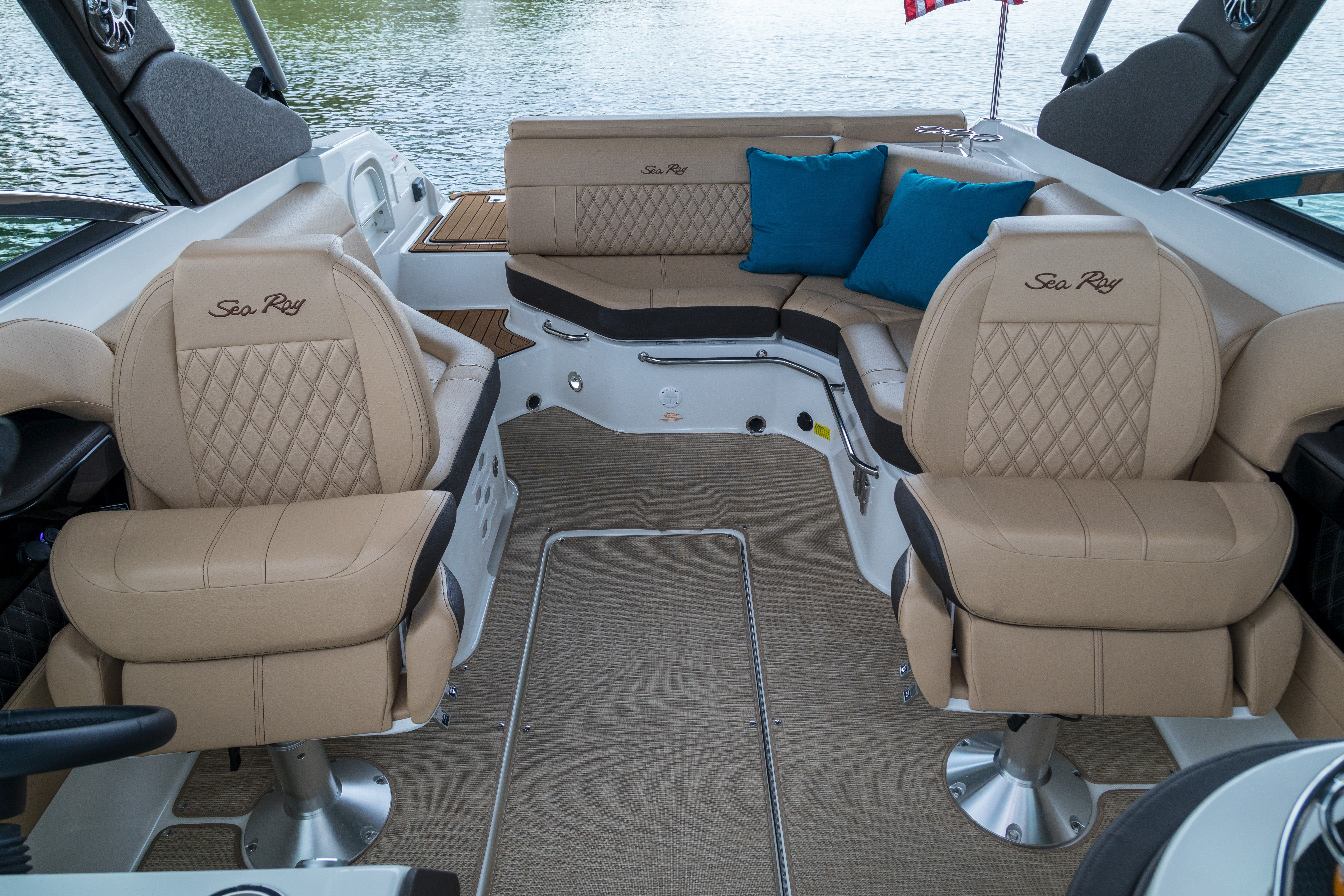 2021 Sea Ray boat for sale, model of the boat is 250 SLX & Image # 5 of 13