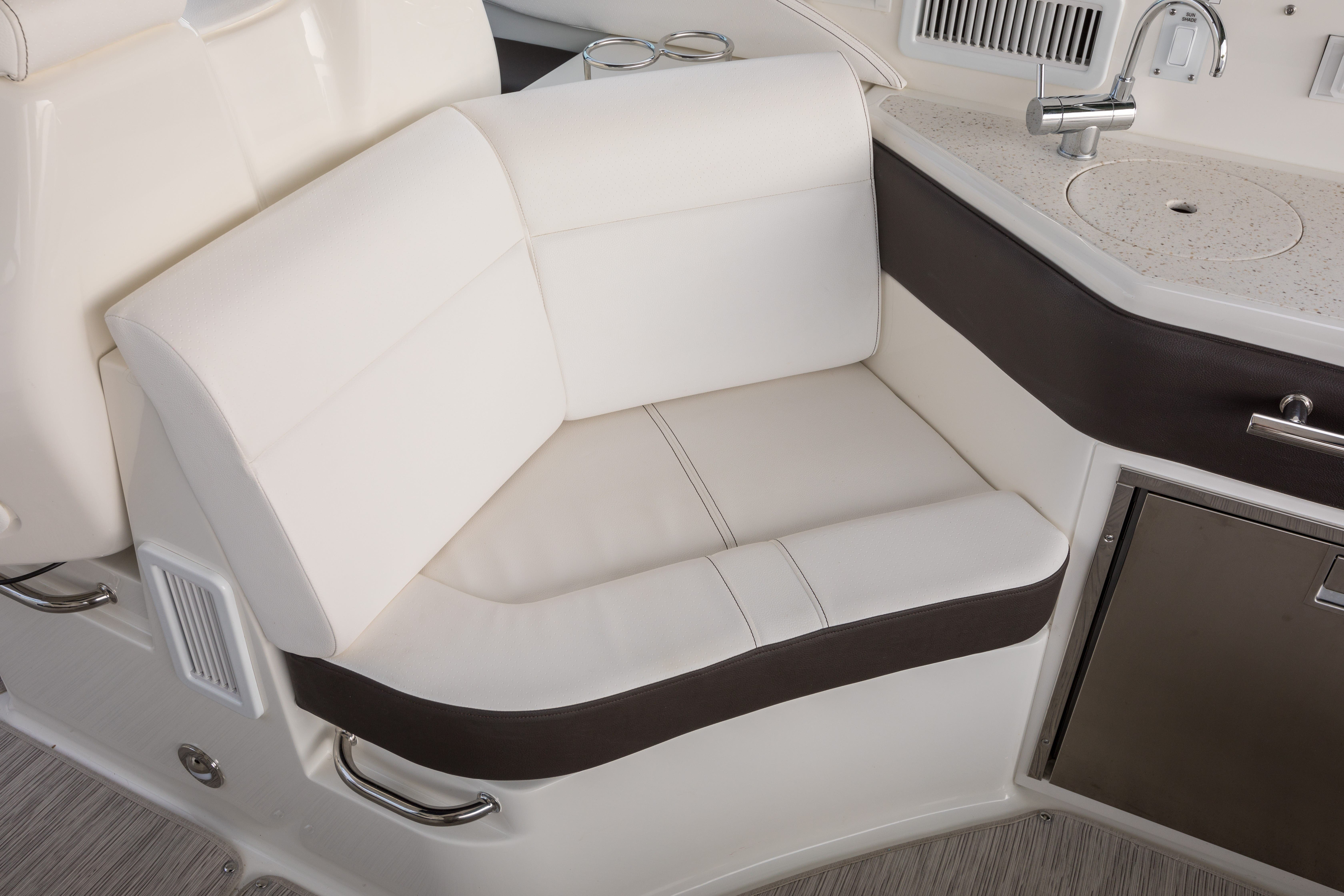 2021 Sea Ray boat for sale, model of the boat is 320 Sundancer & Image # 11 of 24
