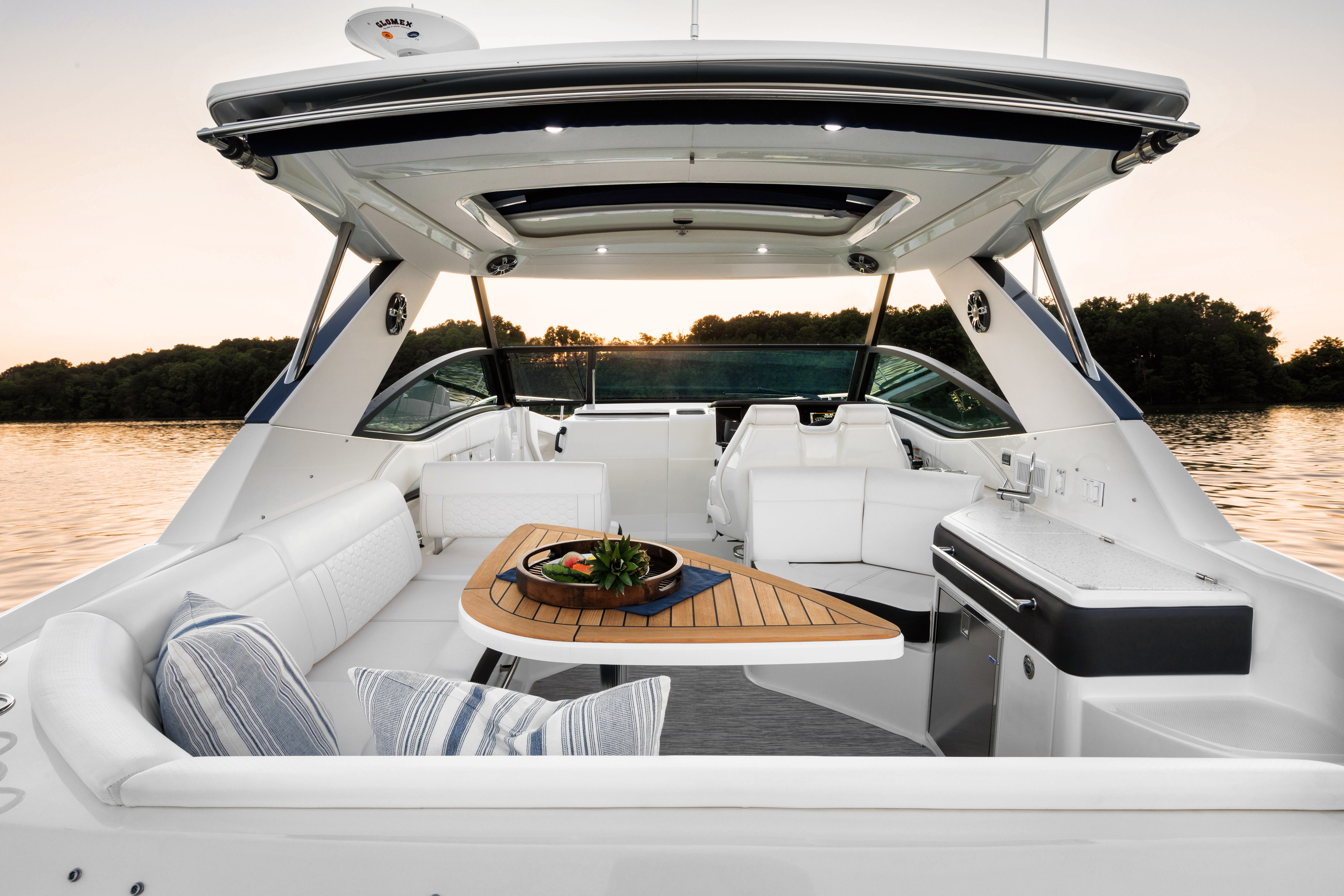 2021 Sea Ray boat for sale, model of the boat is 320 Sundancer & Image # 15 of 24