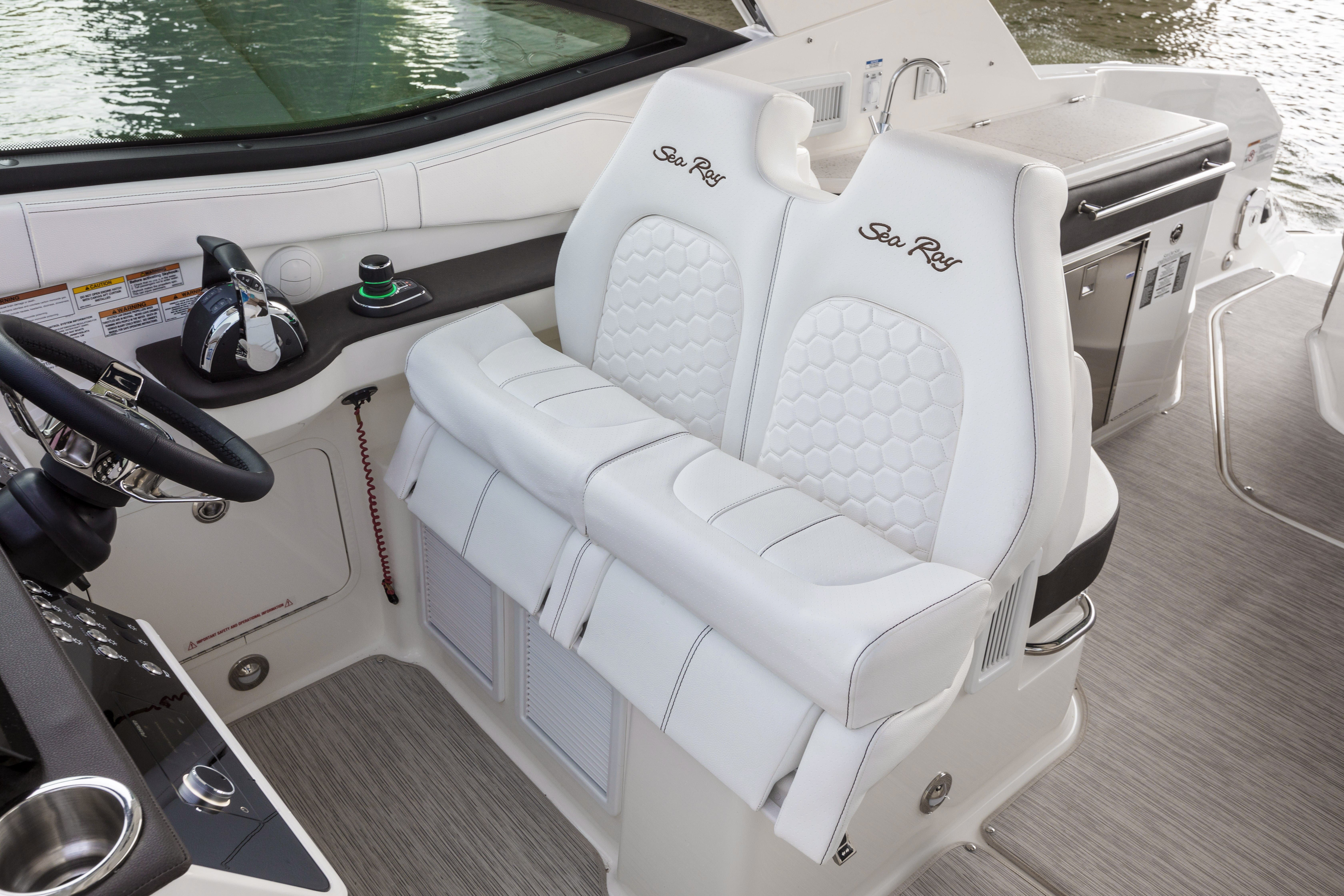 2021 Sea Ray boat for sale, model of the boat is 320 Sundancer & Image # 8 of 24