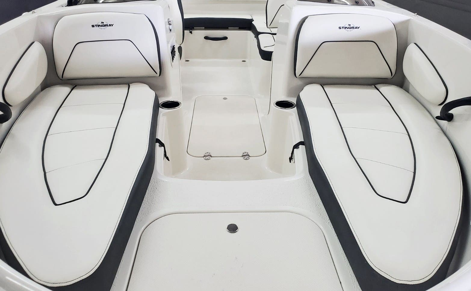 2022 Stingray boat for sale, model of the boat is 172SC & Image # 5 of 18