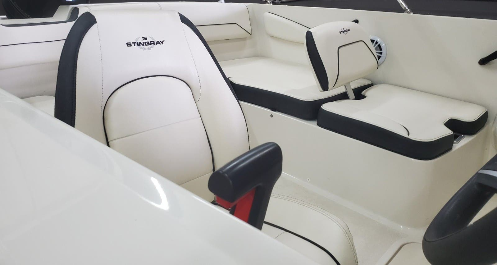 2022 Stingray boat for sale, model of the boat is 172SC & Image # 7 of 18
