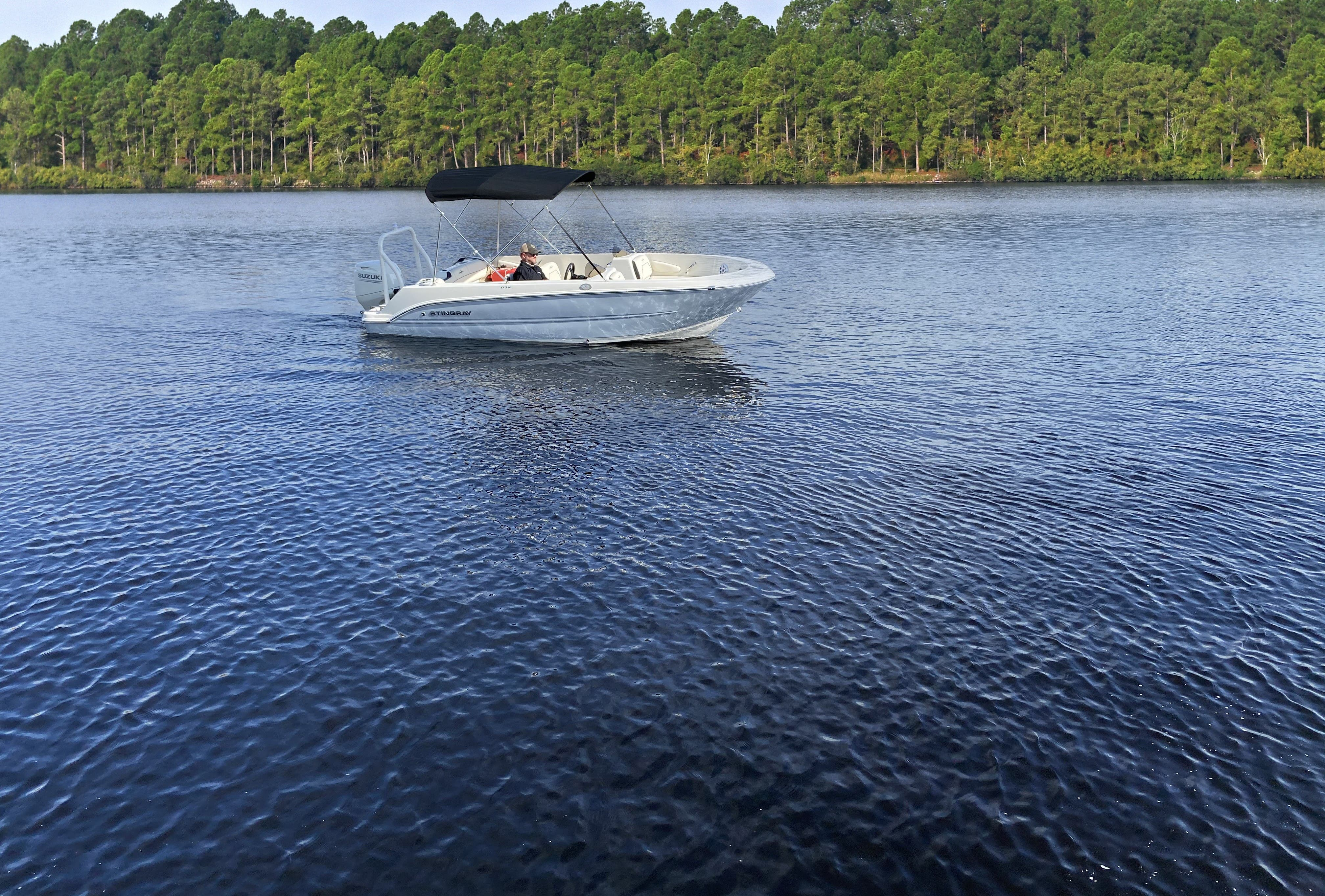 2022 Stingray boat for sale, model of the boat is 172SC & Image # 17 of 18