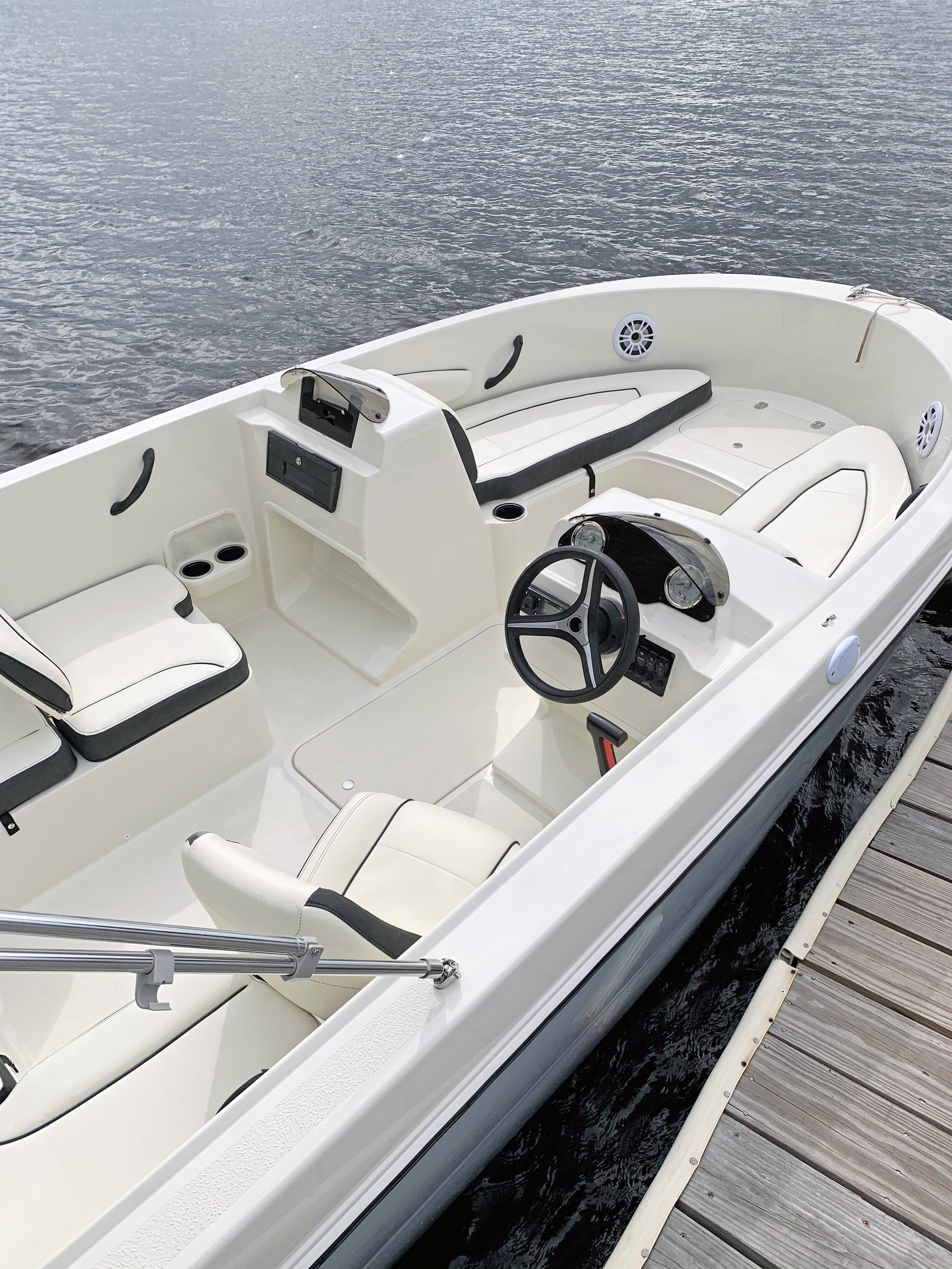2022 Stingray boat for sale, model of the boat is 172SC & Image # 4 of 18