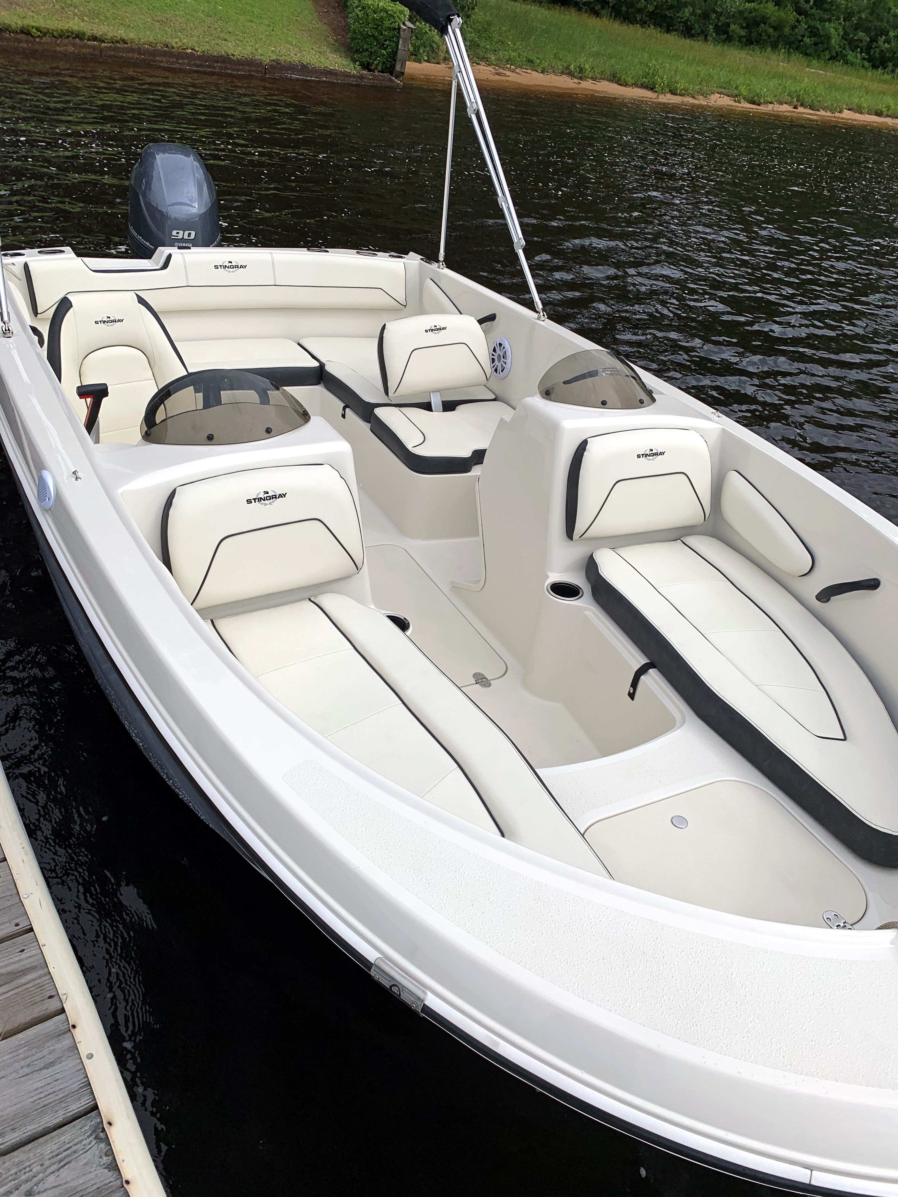 2022 Stingray boat for sale, model of the boat is 172SC & Image # 6 of 18