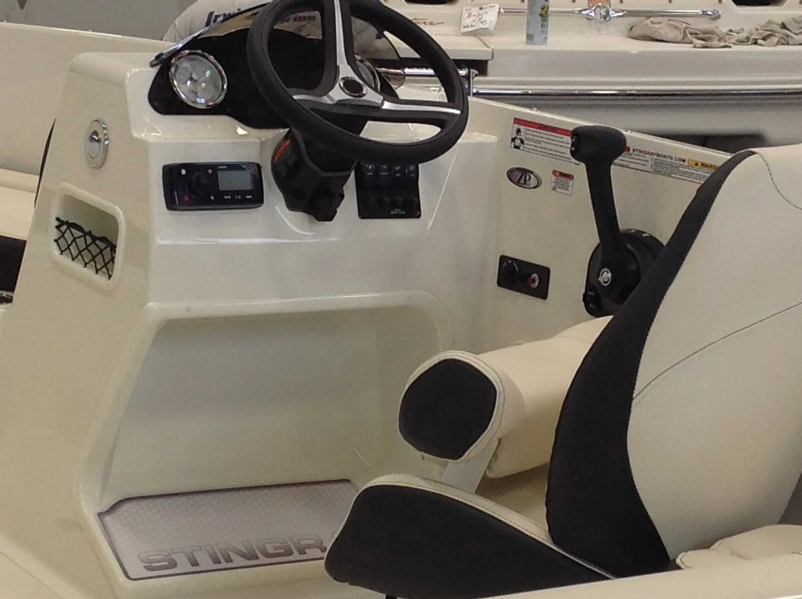 2022 Stingray boat for sale, model of the boat is 172sc & Image # 12 of 17