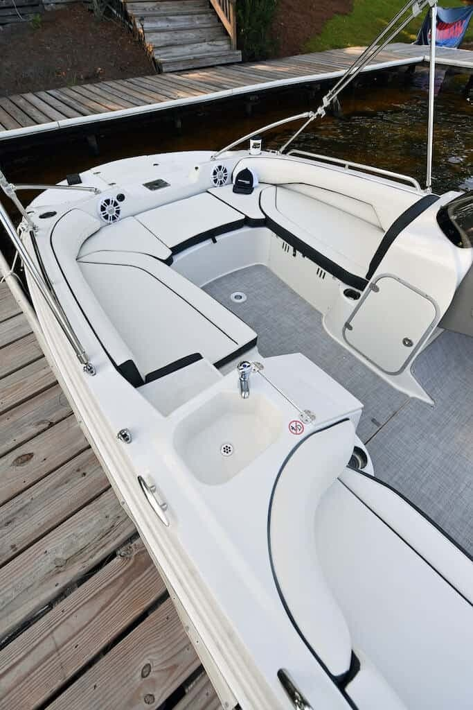 2021 Stingray boat for sale, model of the boat is SC & Image # 4 of 8
