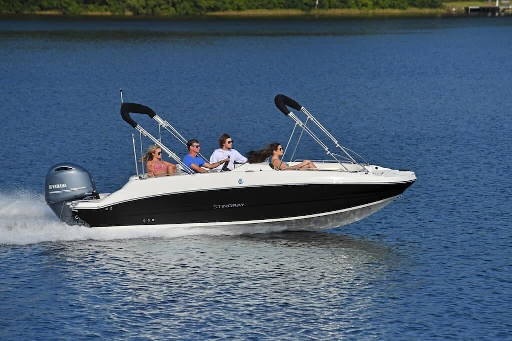 2021 Stingray boat for sale, model of the boat is SC & Image # 3 of 8