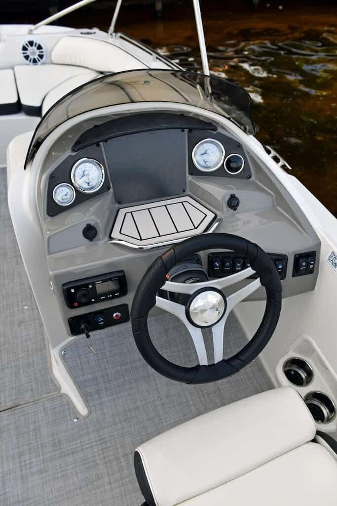 2021 Stingray boat for sale, model of the boat is SC & Image # 6 of 8
