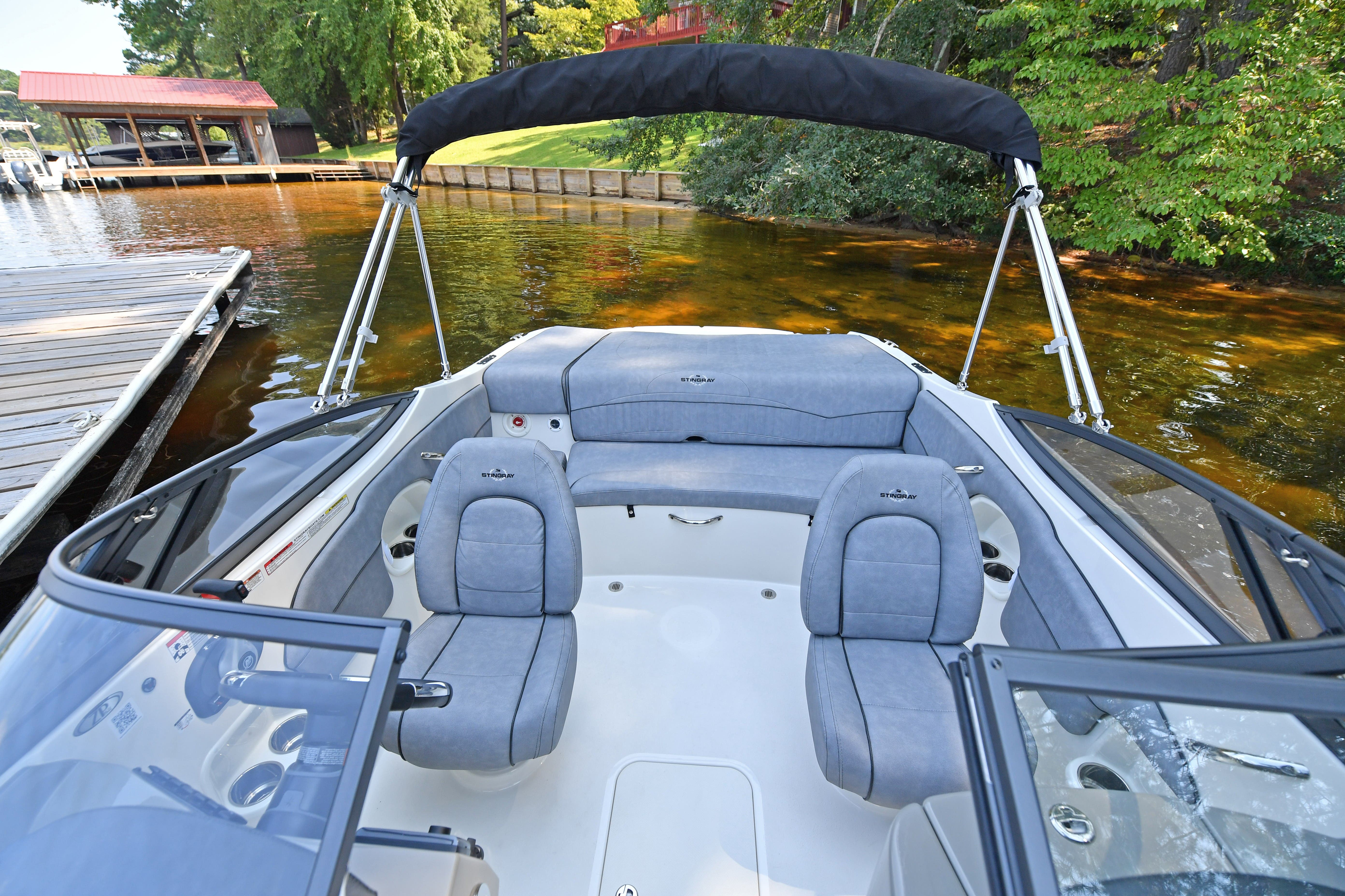 2021 Stingray boat for sale, model of the boat is 198LX & Image # 5 of 11
