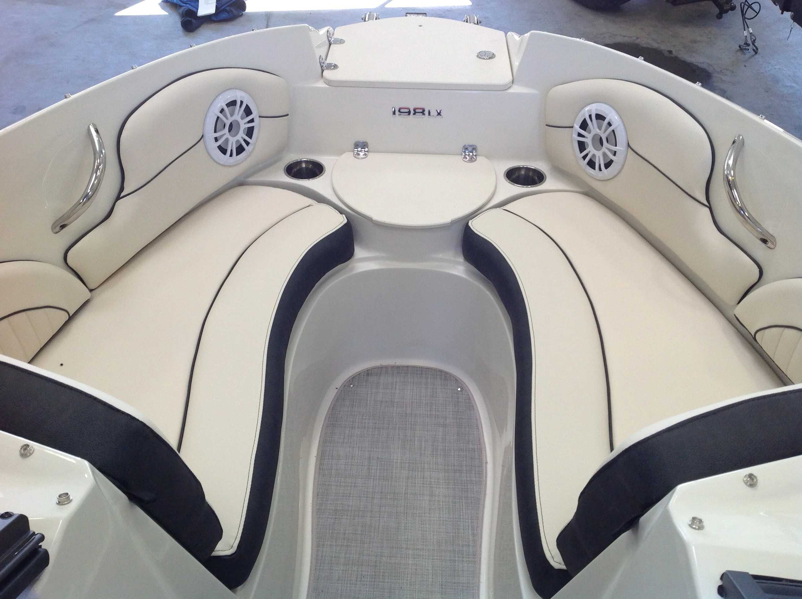 2021 Stingray boat for sale, model of the boat is 198lx & Image # 4 of 14