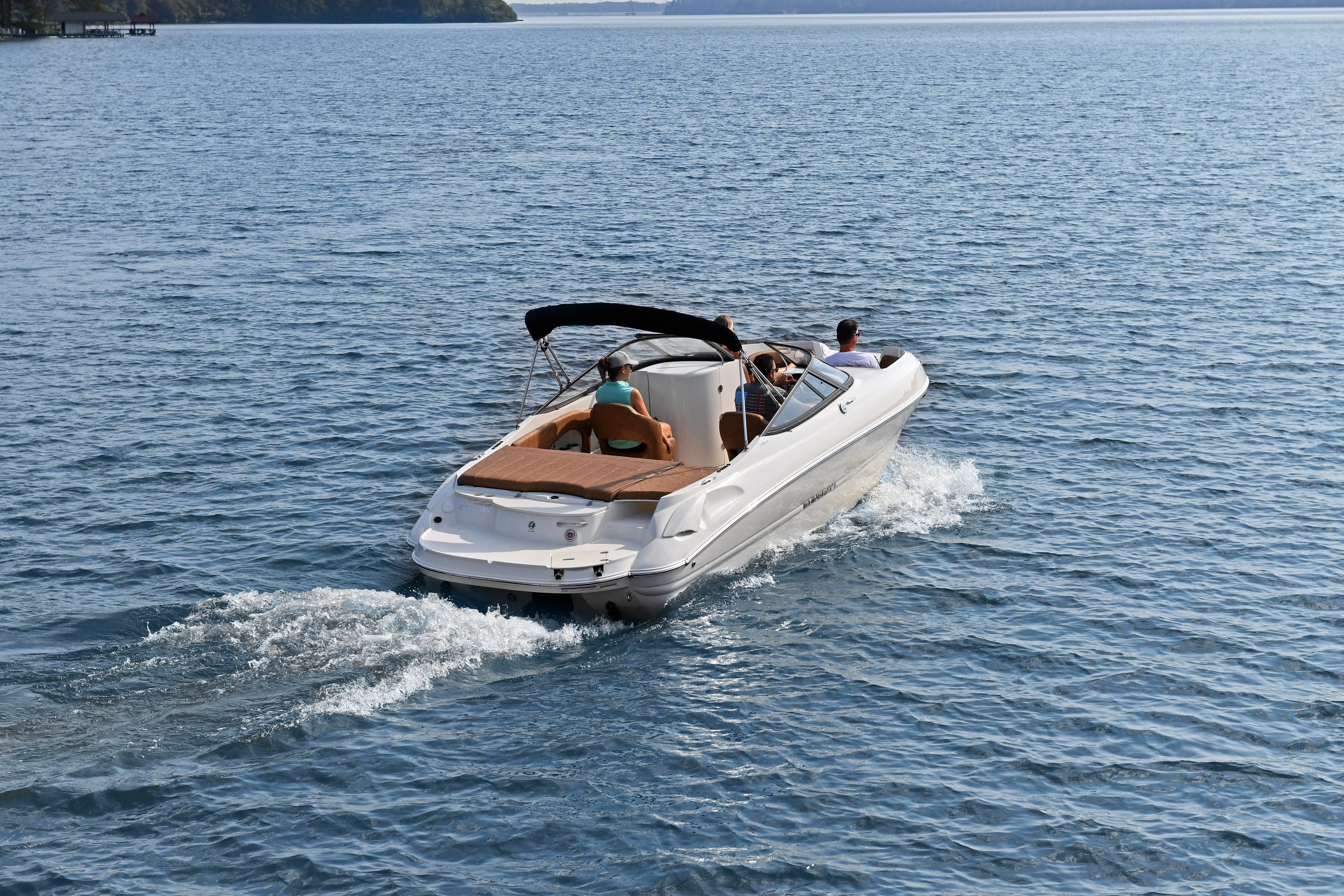 2021 Stingray boat for sale, model of the boat is 215LR & Image # 3 of 4