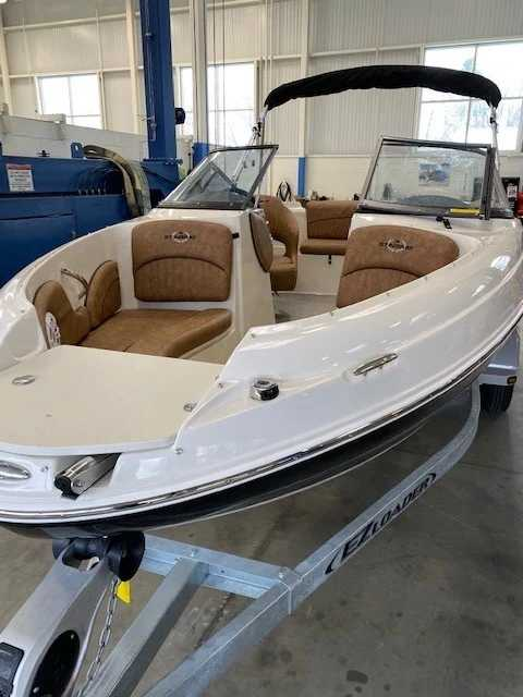 2021 Stingray boat for sale, model of the boat is 208lr & Image # 3 of 11