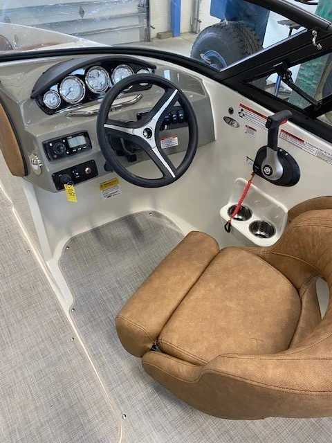 2021 Stingray boat for sale, model of the boat is 208lr & Image # 6 of 11