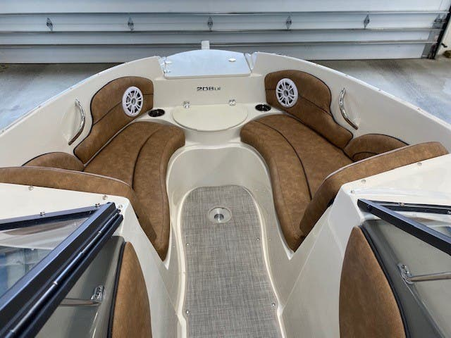 2021 Stingray boat for sale, model of the boat is 208lr & Image # 4 of 11