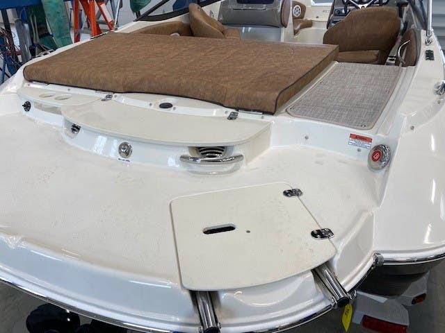 2021 Stingray boat for sale, model of the boat is 208lr & Image # 11 of 11