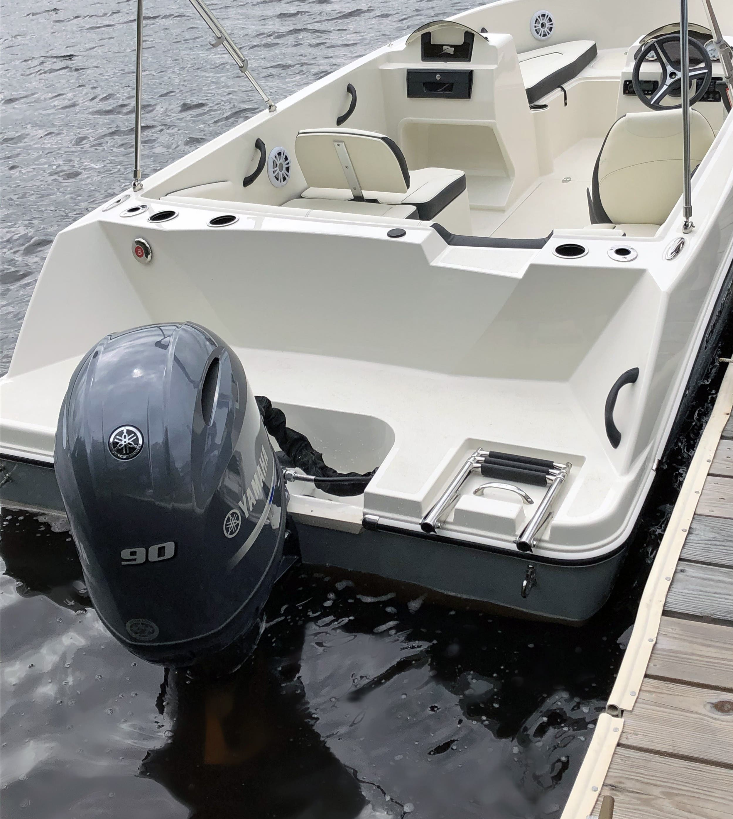 2021 Stingray boat for sale, model of the boat is 172SC & Image # 13 of 18