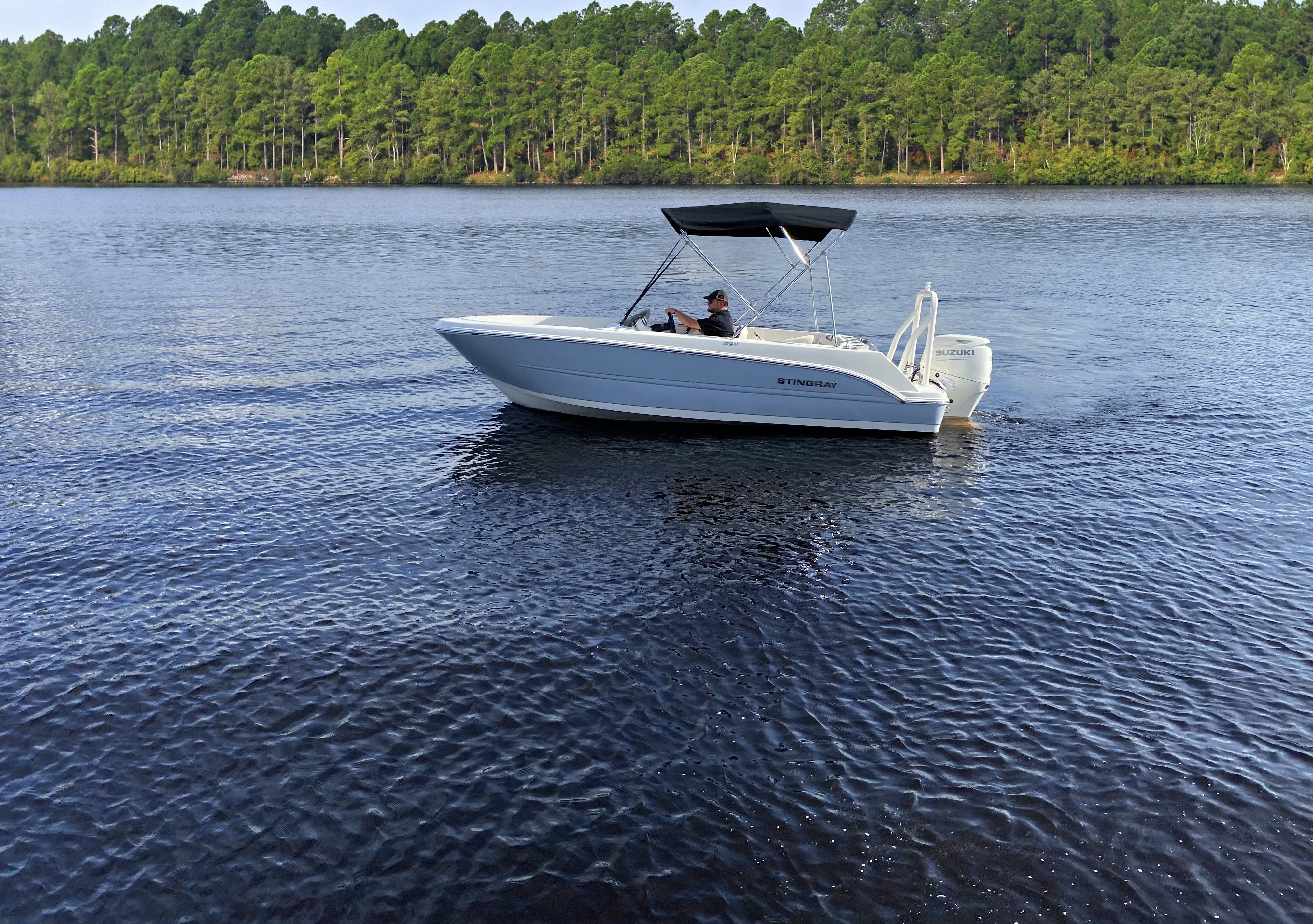 2021 Stingray boat for sale, model of the boat is 172SC & Image # 16 of 18