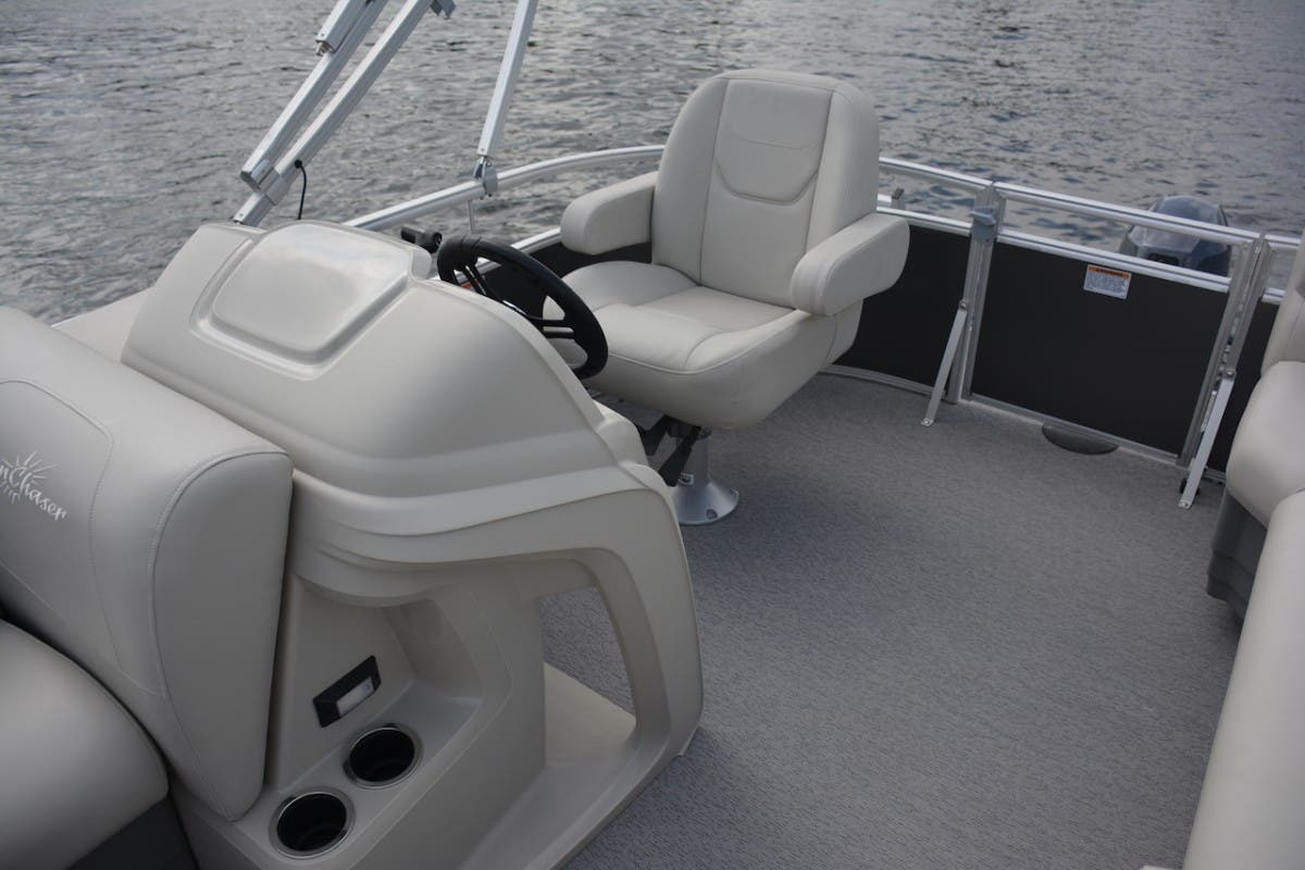 2021 SunChaser boat for sale, model of the boat is Vista & Image # 9 of 11