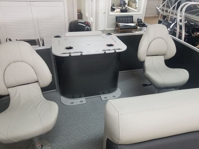 2021 Sylvan boat for sale, model of the boat is 8522MirageCNF & Image # 8 of 10